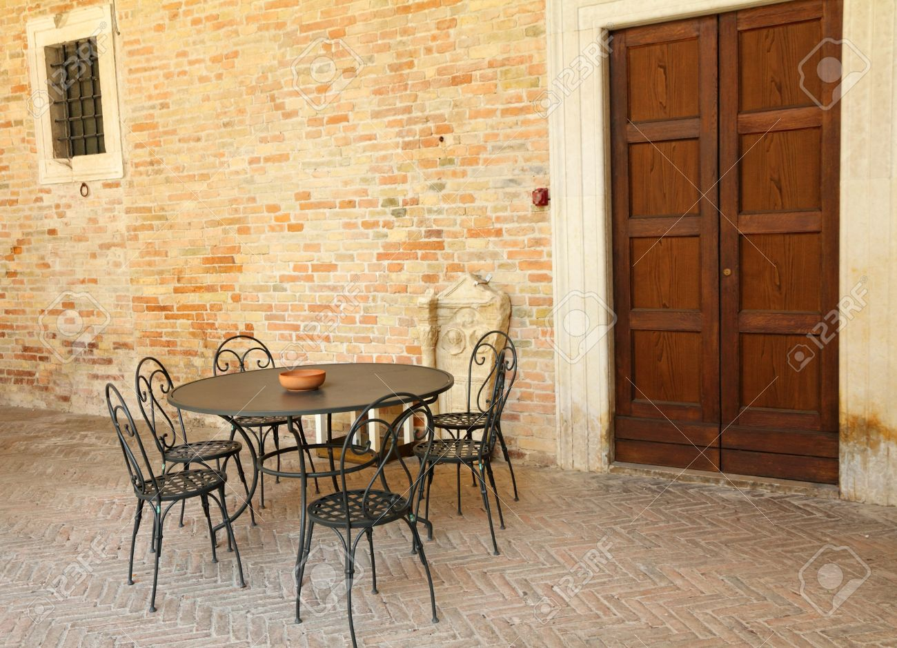 Meubles de jardin sur la terrasse rétro italien, Italie, Europe
