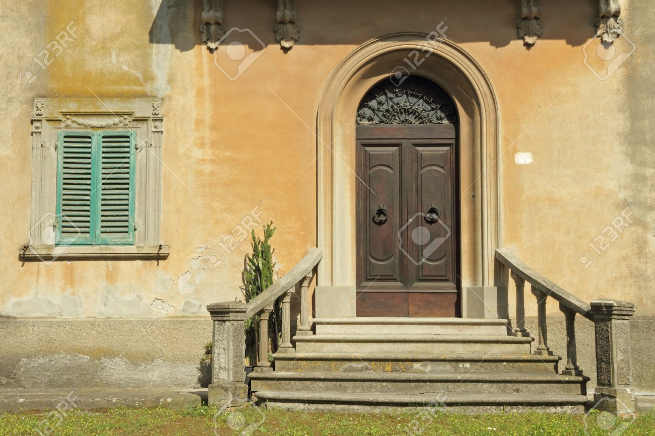 doorway with balustrade to the classic tuscan villa Italy Stock Photo - 18082149 & Doorway With Balustrade To The Classic Tuscan Villa Italy Stock ...