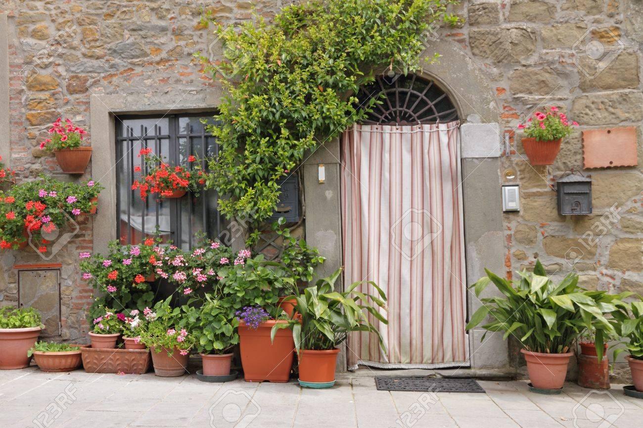 Rideau Porte D Entrée porte d'entrée avec rideau, toscane, italie, europe