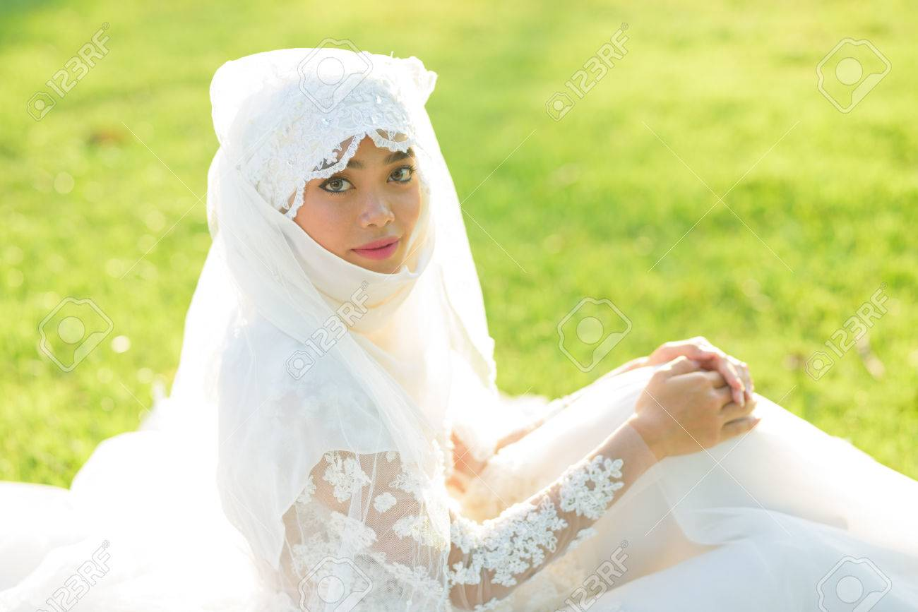Portrait Of A Beautiful Muslim Bride With Make Up In White Wedding ...