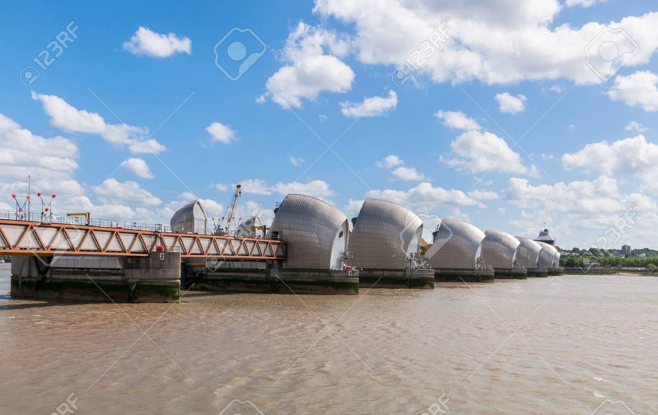 Banque Du0027images   La Barrière De La Tamise   Vue De Côté De Barrière Anti  Inondation Mobile Dans Lu0027est De Londres, Royaume Uni