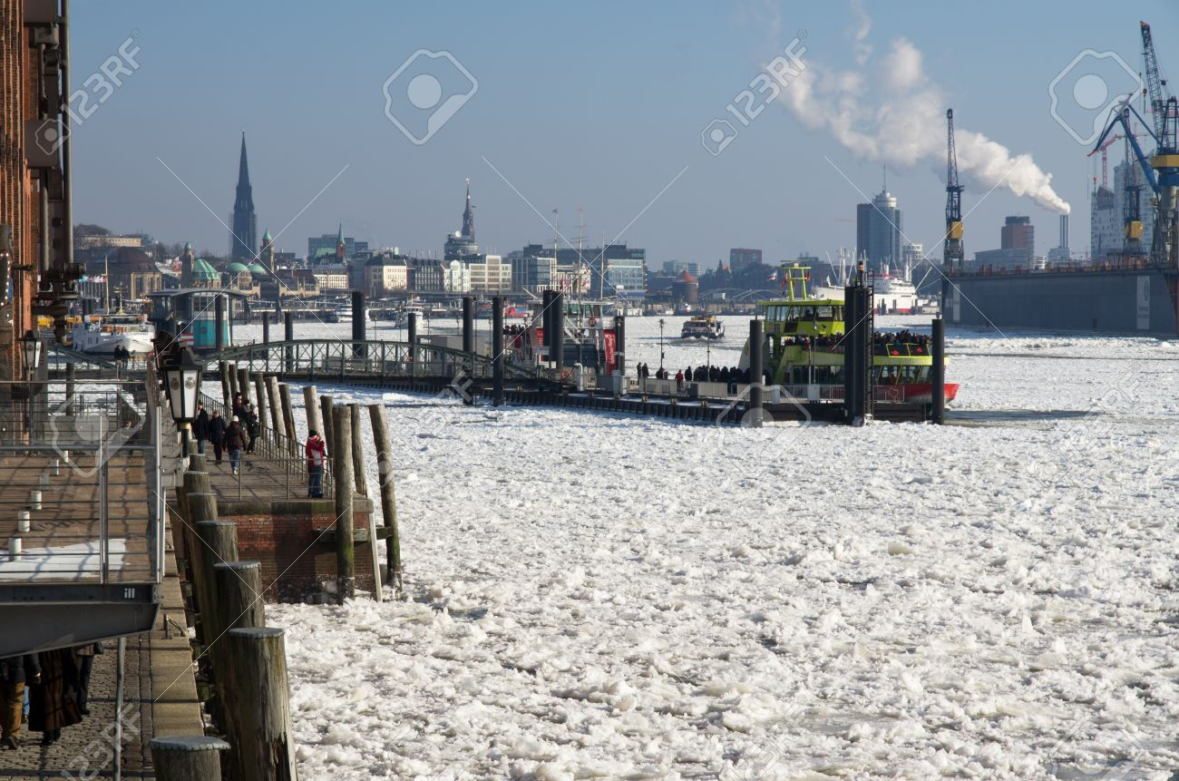 Winter at Hamburg and ice on river Elbe Stock Photo - 12256646