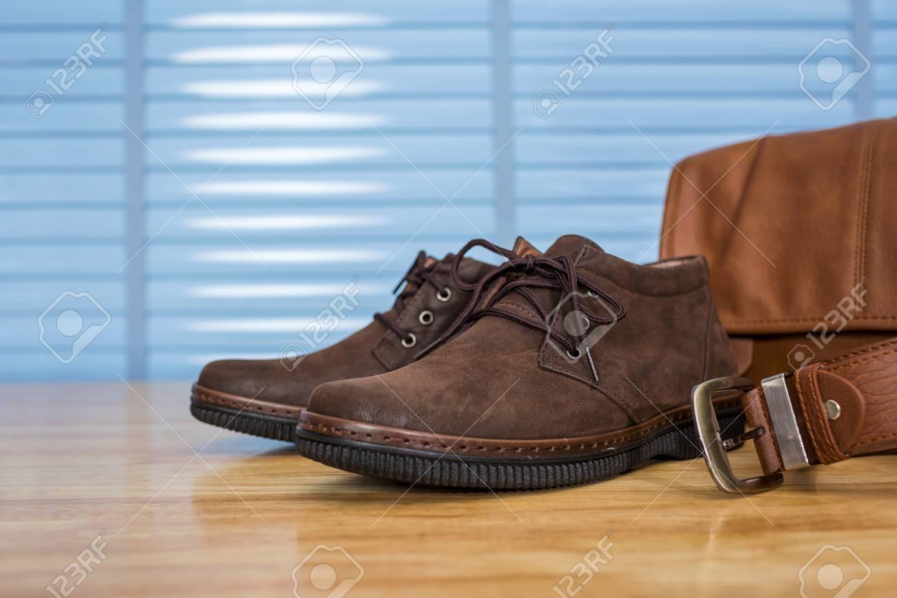 Vêtements de mode pour hommes en cuir chaussures sac et ceinture