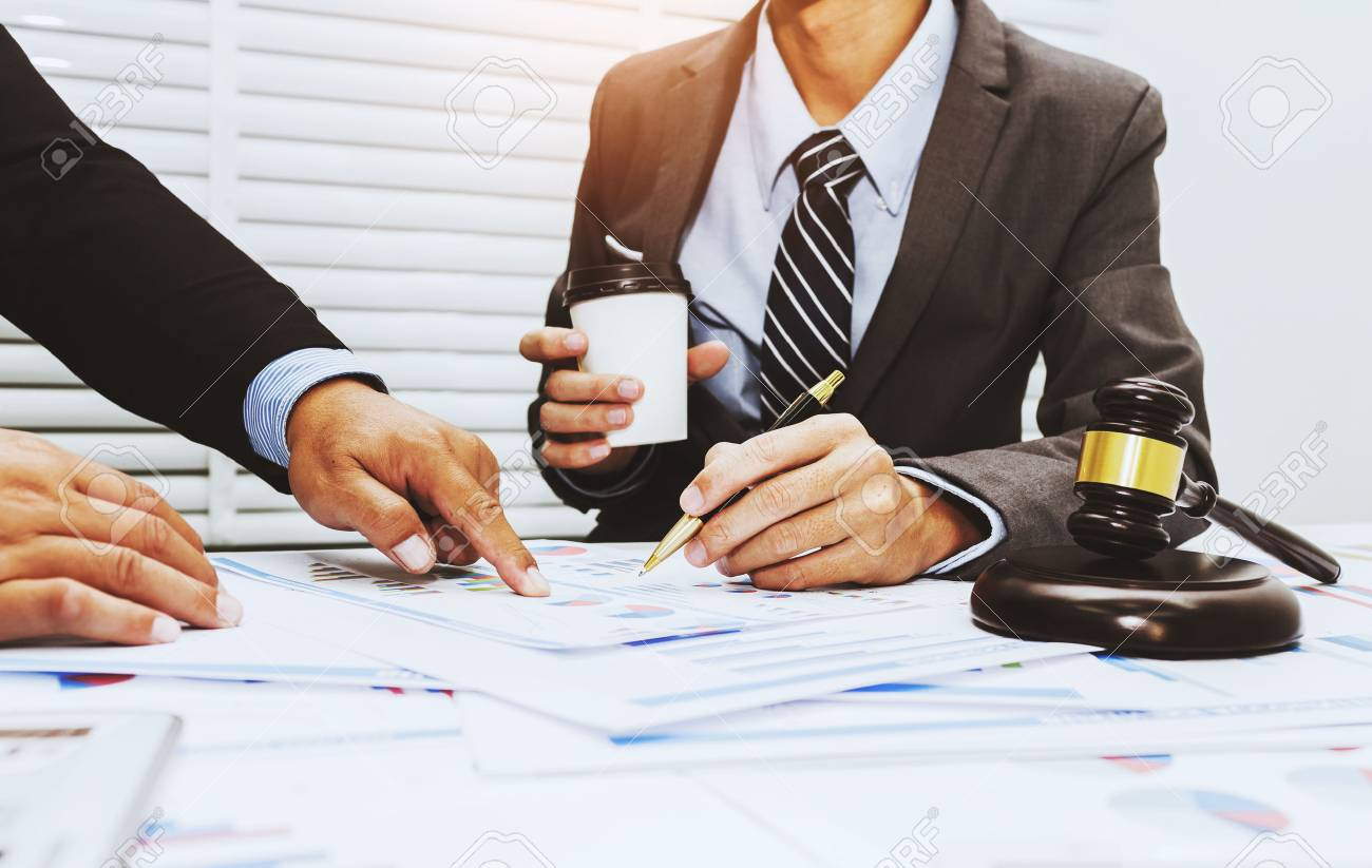 Colleagues are discussing issues related to lawsuits and counseling to fight lawsuits in court. - 93008983
