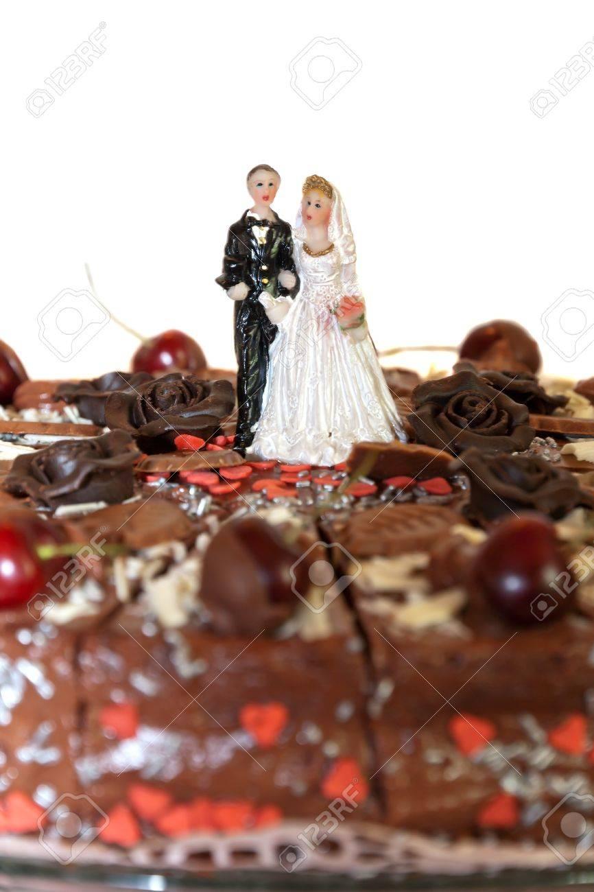 Les Chiffres De Sucre Glace De Mariage Sur Un Gâteau De Mariage De Cerise Isolé
