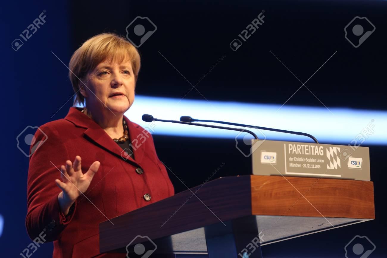 ミュンヘンの CSU 党大会でキリ...