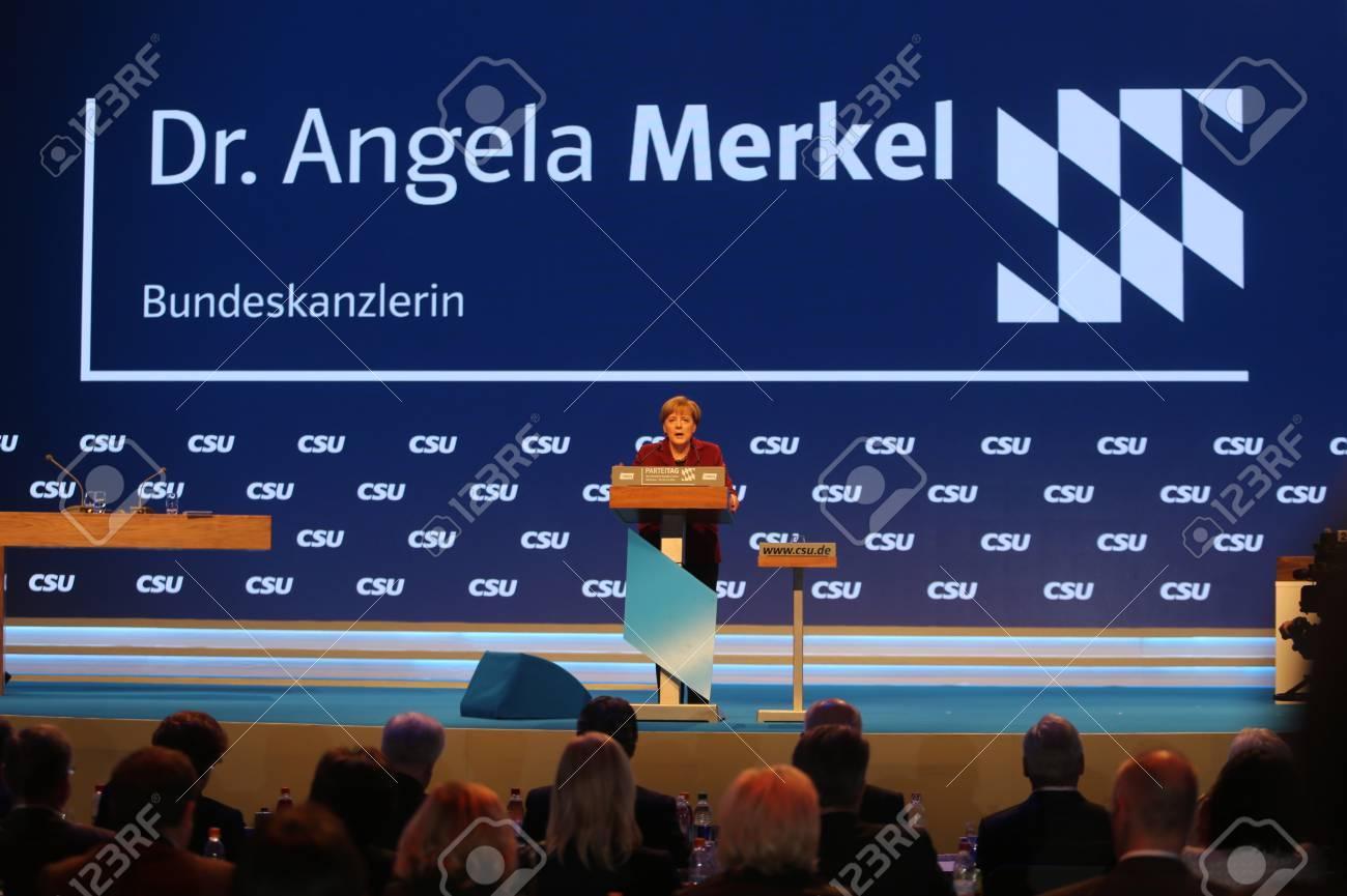 ミュンヘンの CSU 党大会でキリスト教民主同盟 CDU のアンゲラ ...