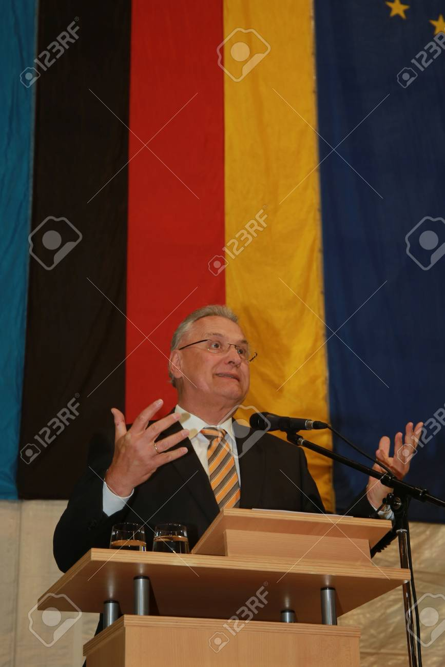May 15, 2017 - Munich, Germany - Joachim Herrmann (CSU), Bavarian Minister of the Interior, for the construction and transport of a government building Standard-Bild - 86160240