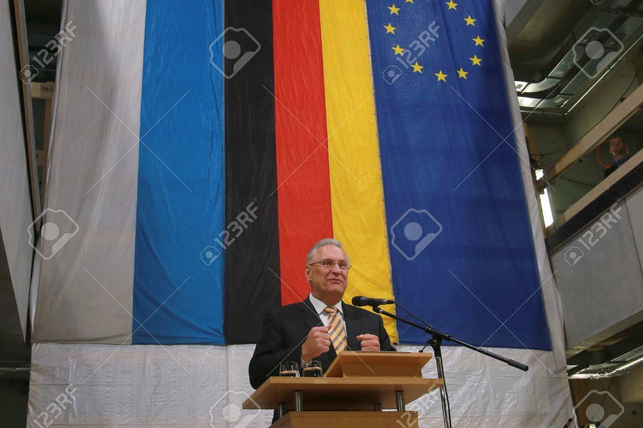 May 15, 2017 - Munich, Germany - Joachim Herrmann (CSU), Bavarian Minister of the Interior, for the construction and transport of a government building Standard-Bild - 86160241