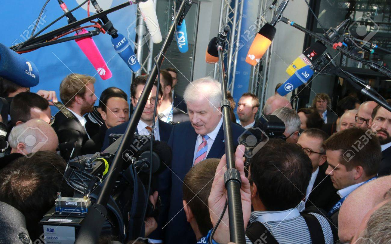 November 4, 2016 - Munich, Germany - CSU party chairman and Minister President of Bavaria, Horst Seehofer, talking to the press at CSU party convention entry Standard-Bild - 86462159