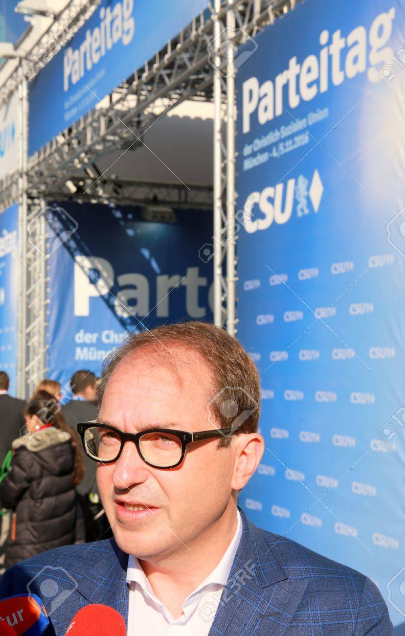 November 4, 2016 - Munich, Germany - CSU party convention: Alexander Dobrindt, German transport minister, talking to the press at CSU party convention entry Standard-Bild - 86462160