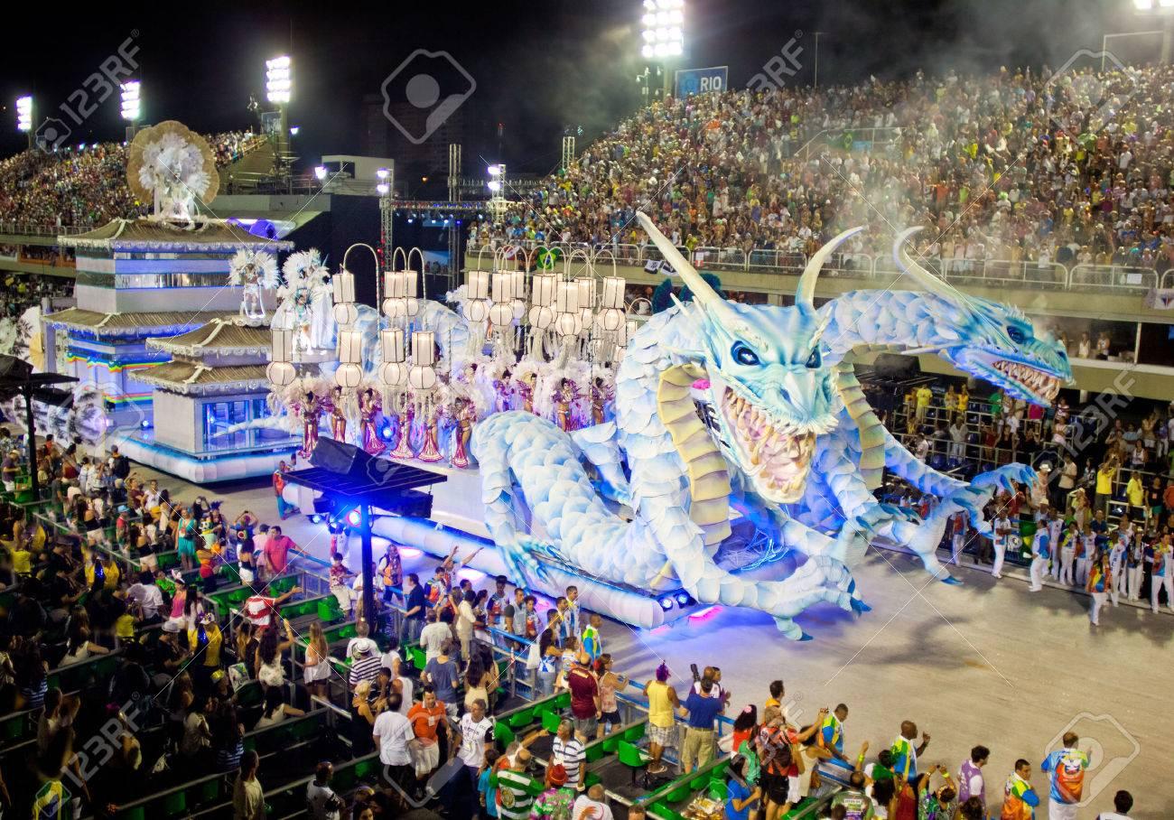 RIO DE JANEIRO - 11 De Febrero: Show Con Decoraciones De Dragones ...