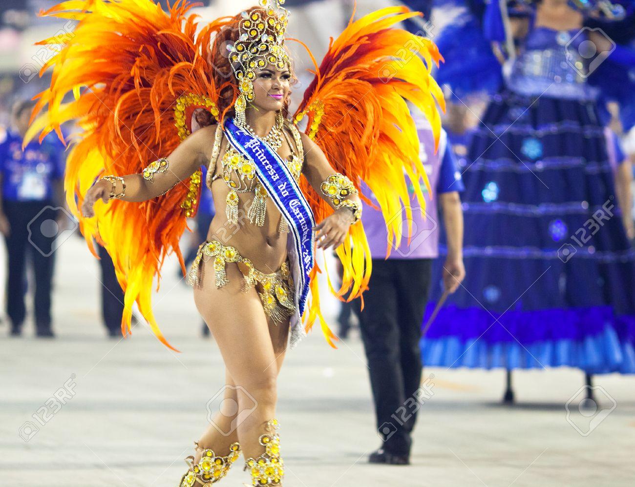 RIO DE JANEIRO , FEBRUARY 10 A woman in costume dancing on carnival at Sambodromo