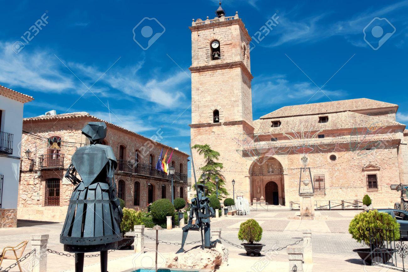 EL TOBOSO, SPAIN - AUGUST 23: Sculptures Don Quixote and Dulcinea del Toboso in El Toboso, Spain, 2013. The village is known thanks to novel by Miguel de Cervantes - 28892100