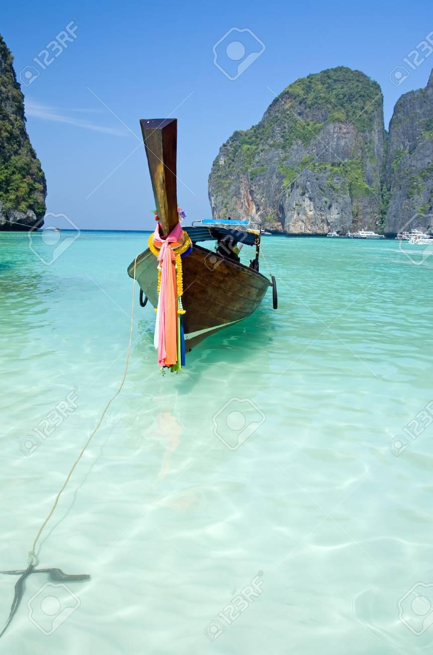 Traditional siamese boat in the famous Maya bay of Phi-phi Leh island, Krabi province, Thailand Stock Photo - 4528227
