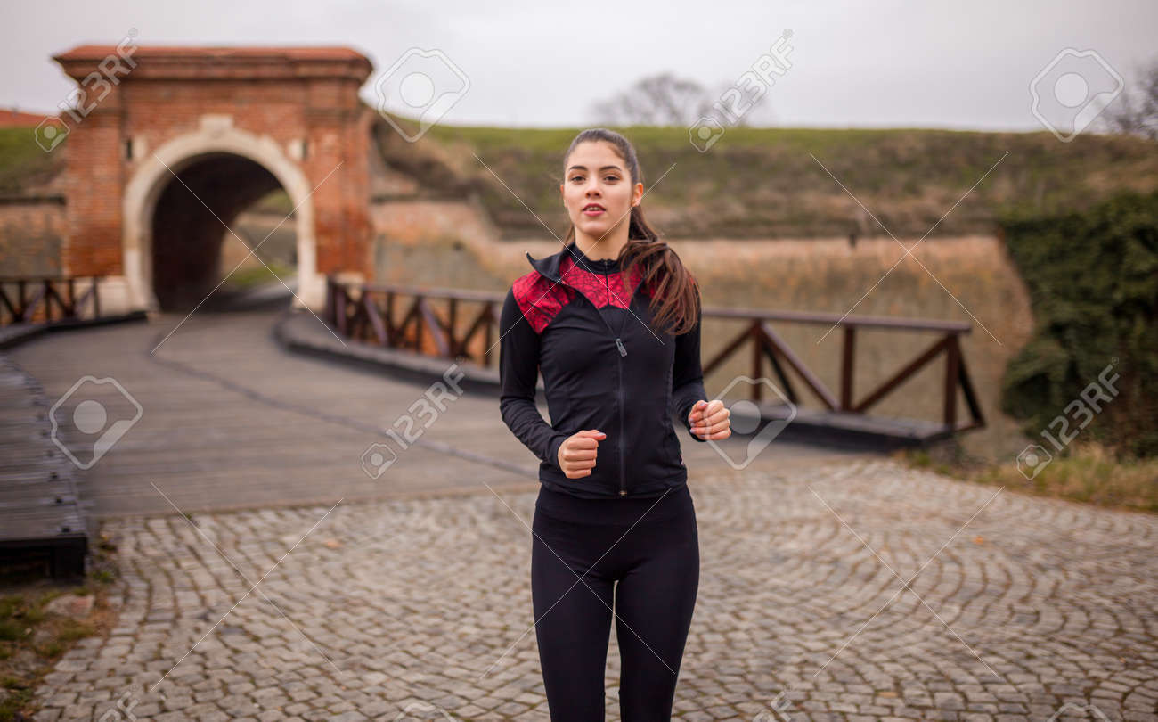 one young woman portrait, runner in winter. - 170692577