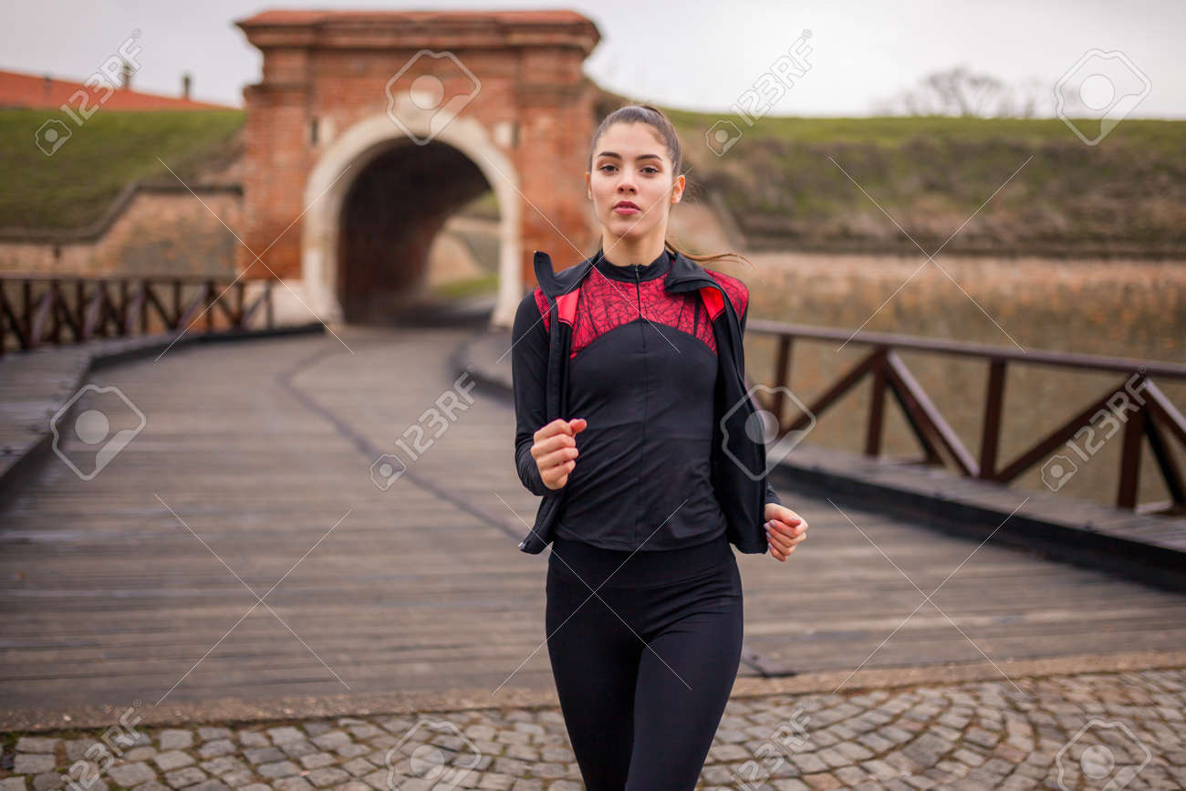 one young woman portrait, runner in winter. - 170692538