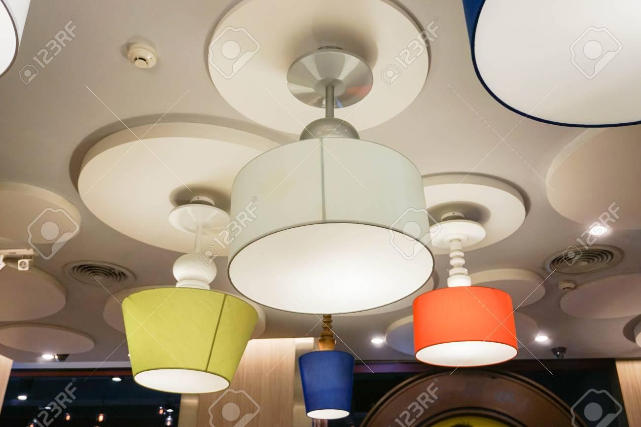 Design creativo di lampade da soffitto foto royalty free immagini