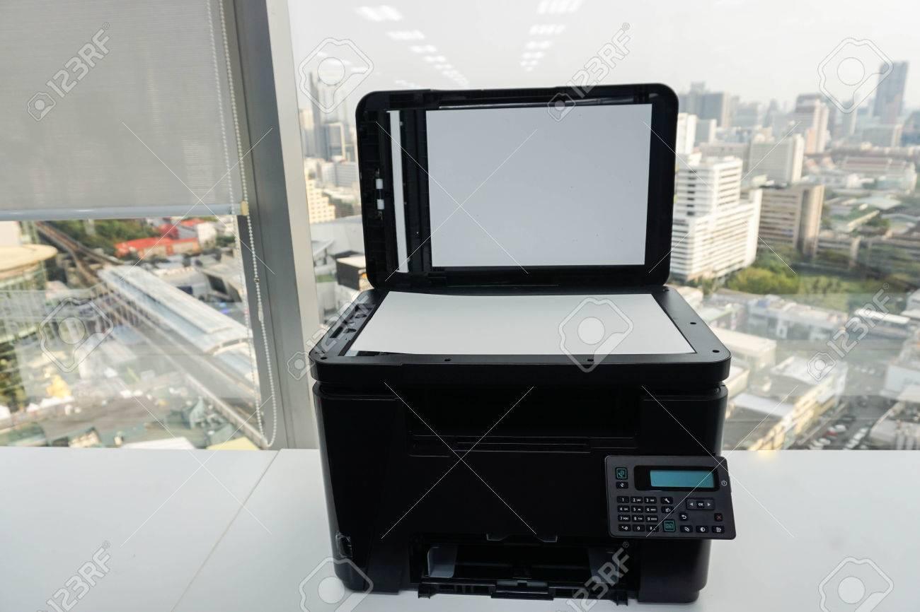 Imprimante multifonction de bureau pour la numérisation dentreprise