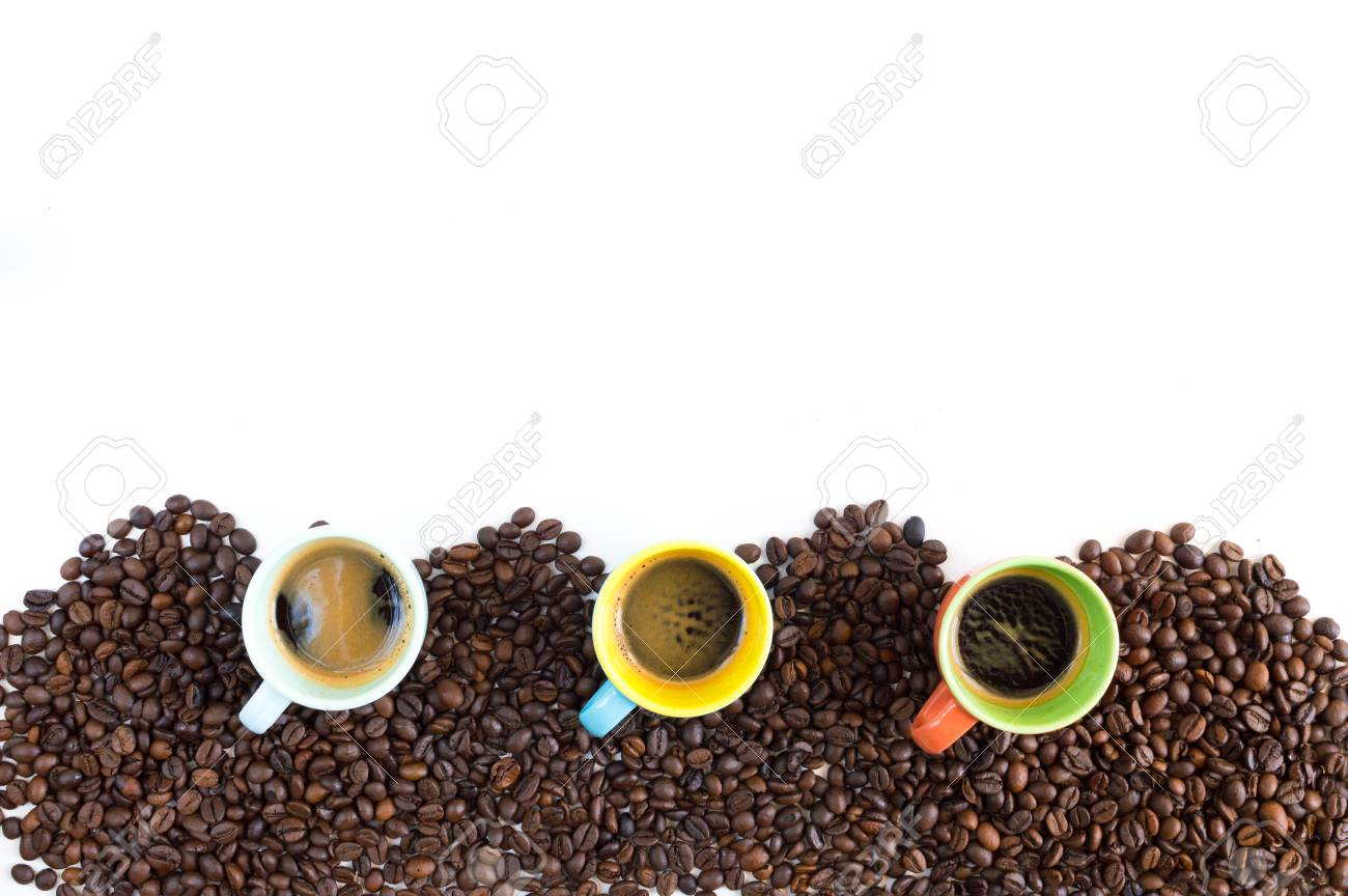 Colorful coffee cups lined up on coffee beans isolated on white background for web banner Stock Photo - 80154309