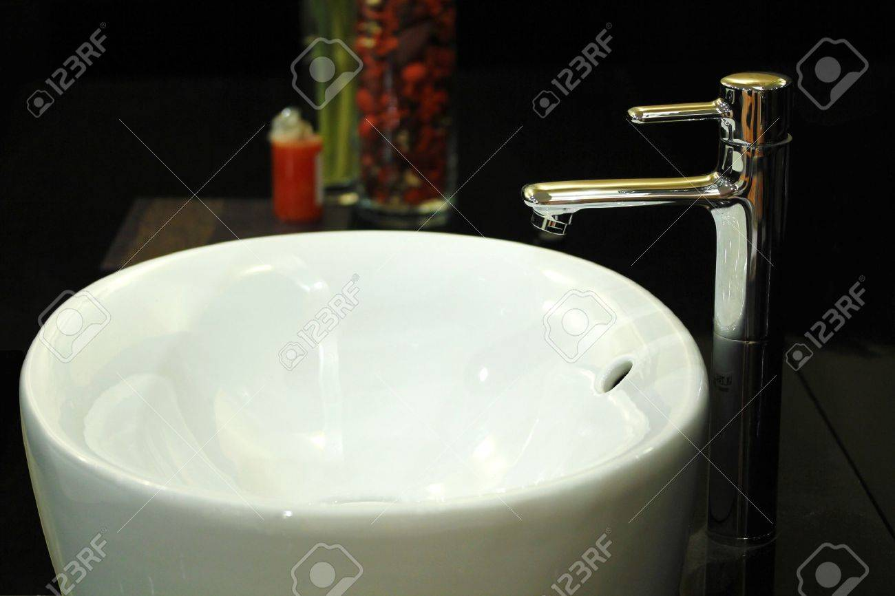 A white wash basin with contemporary tap Stock Photo - 10400163