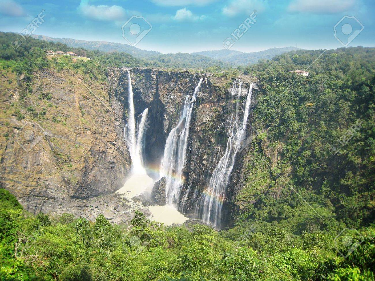 Jog water falls at shimoga, karnataka, is one of the highest plunge waterfalls in India  It is also called by alternative names of Gerusoppe falls, Gersoppa Falls and Jogada Gundi Stock Photo - 13064691