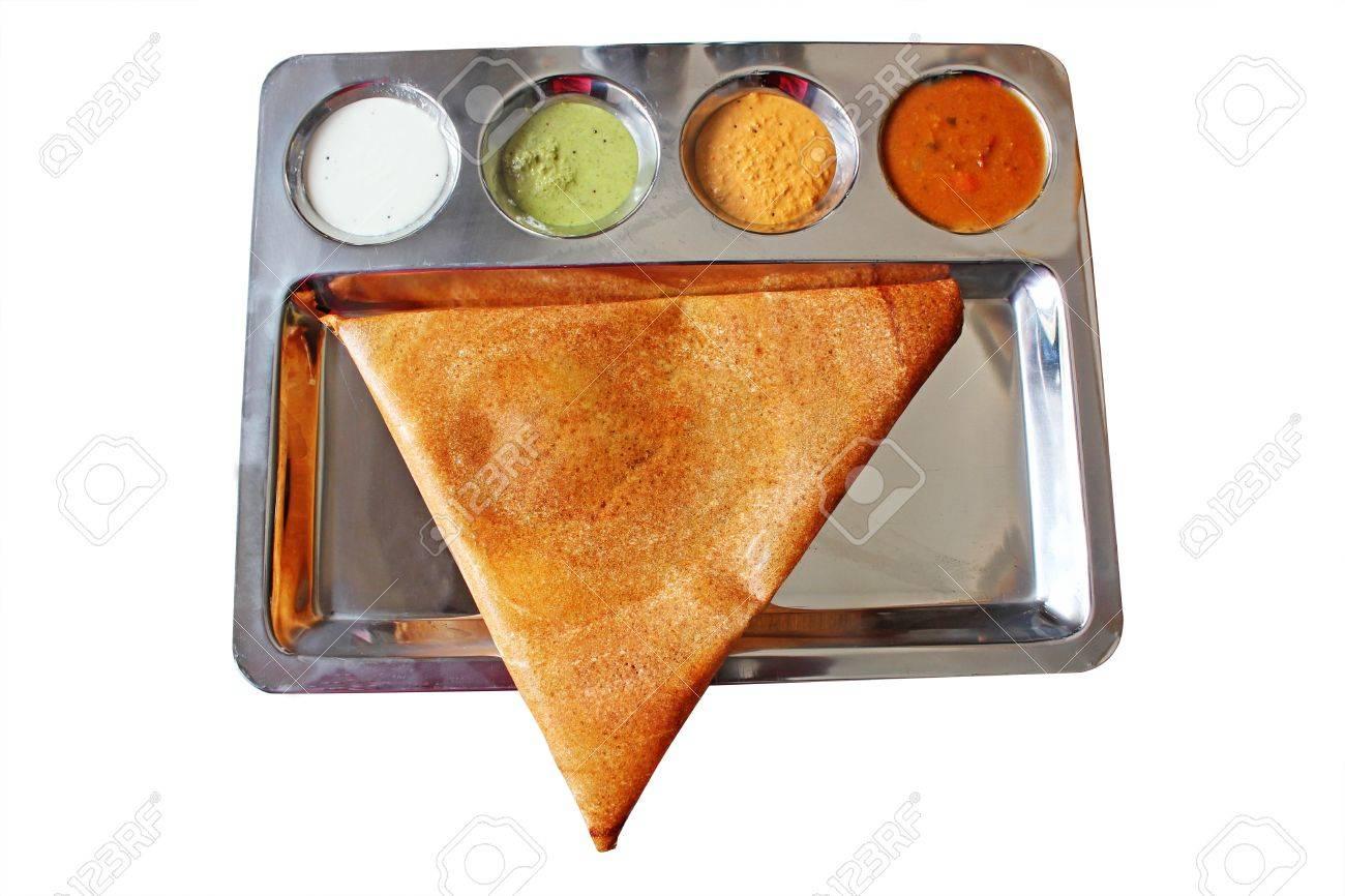 appétissant et délicieux triangulaire indien masala dosa en couleur