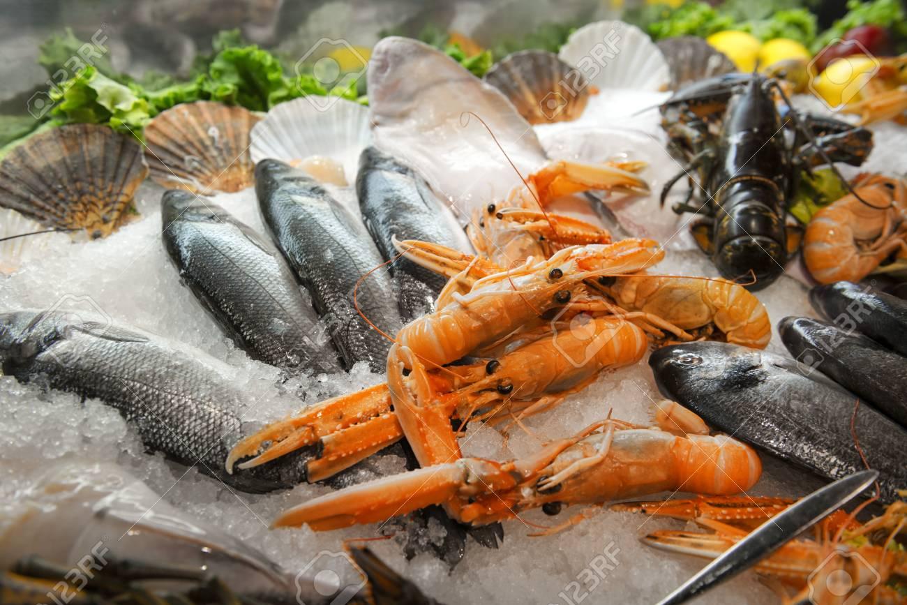 Vielfalt Von Frischen Meeresfrüchten Hummer Fisch Lizenzfreie