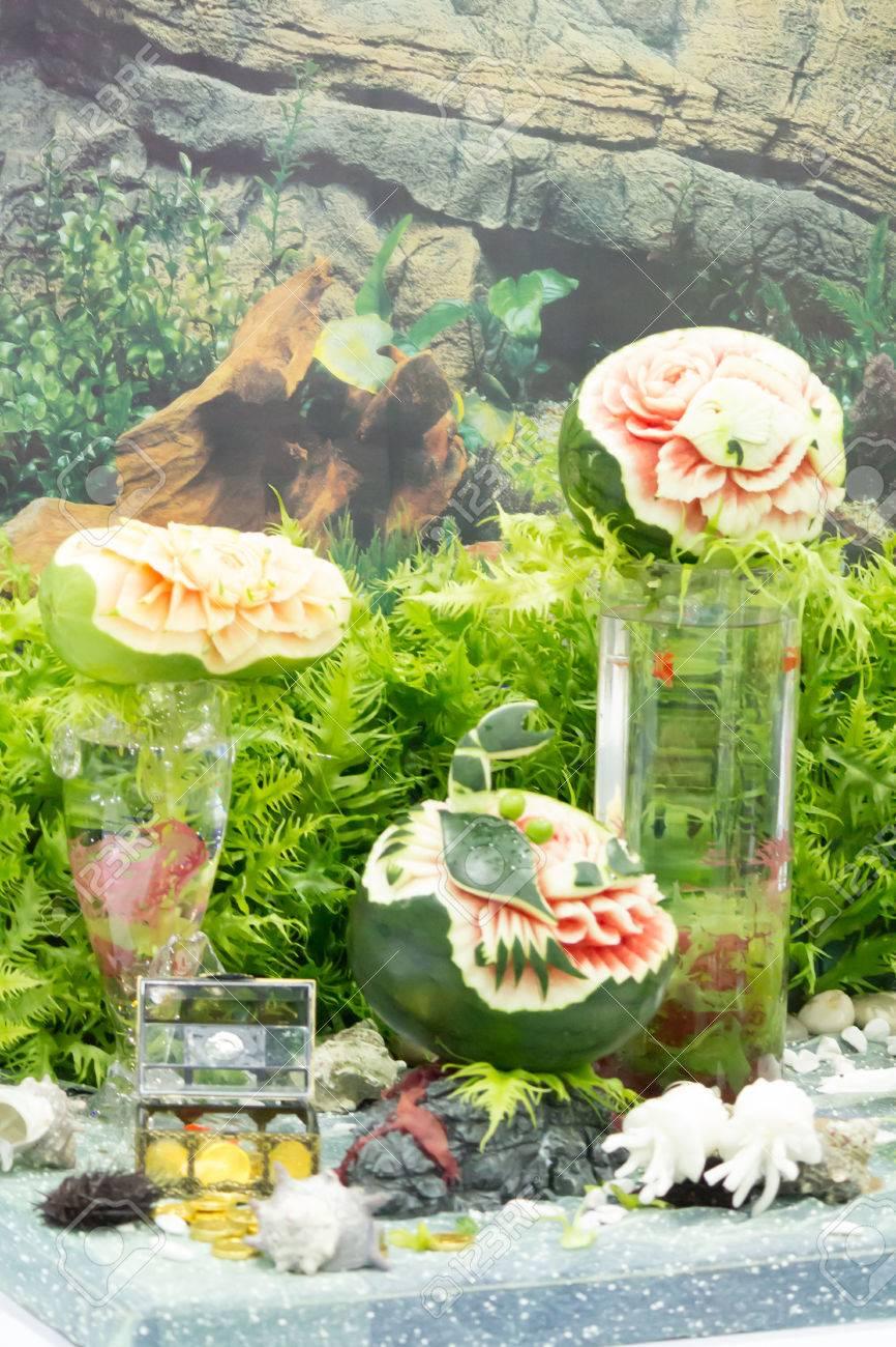 Sandia Y Fruta De La Papaya Talla En Juegos De Mesa Fotos Retratos