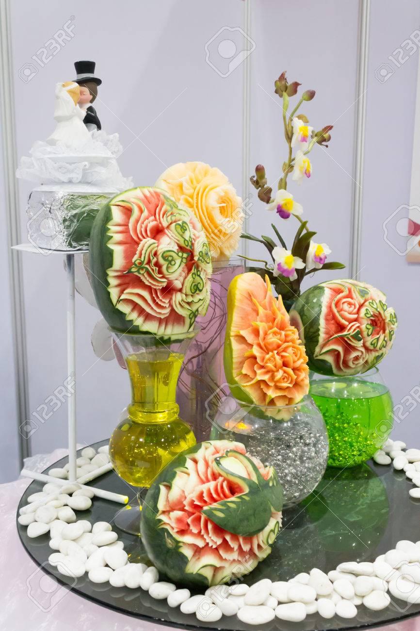 Papaya Melon Y Sandia Fruta Tallado En Juegos De Mesa Fotos