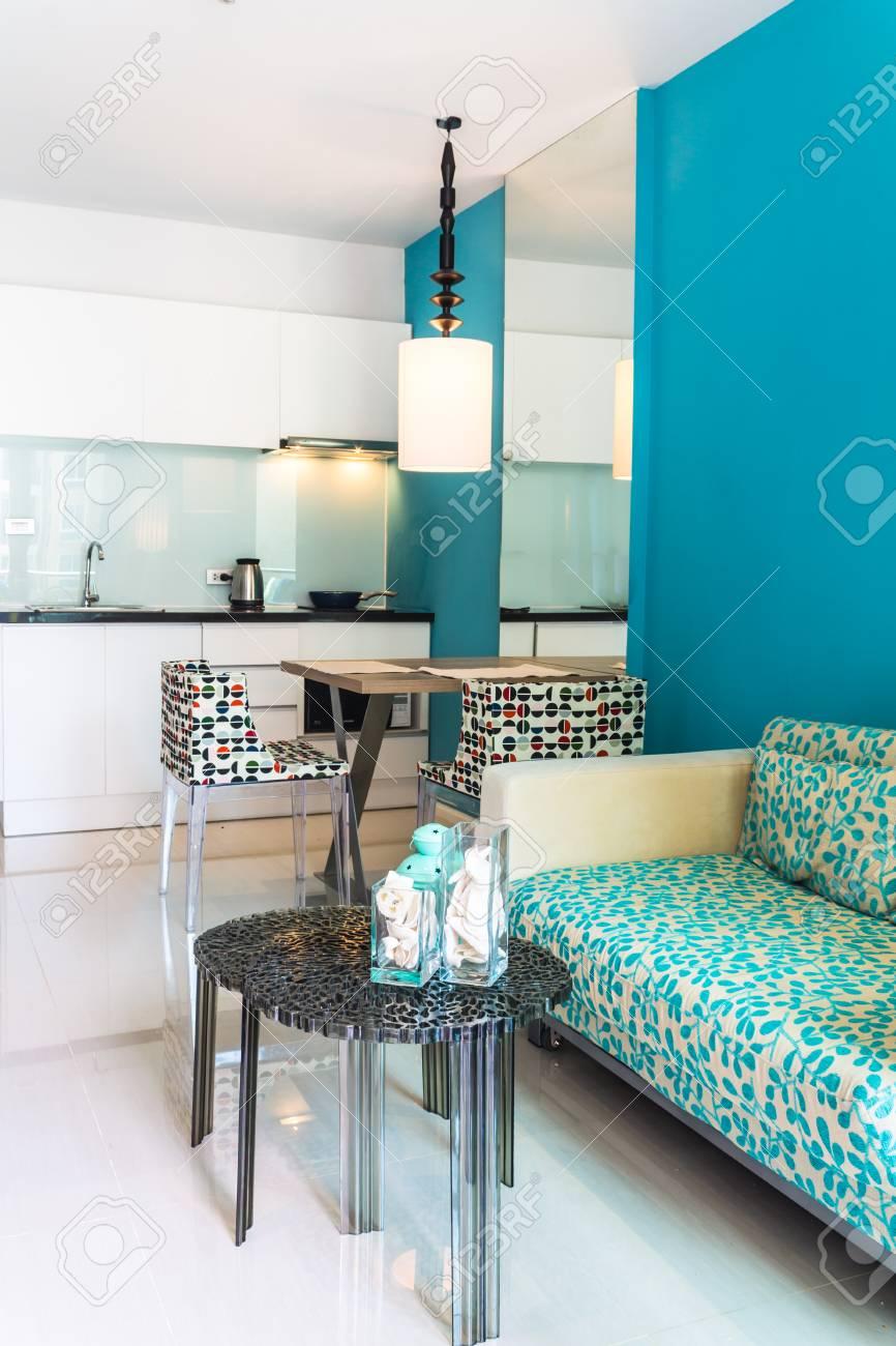 Entspannende Moderne Wohnzimmer Und Küche Zimmer Innen In Wohnung.  Standard Bild   40625118