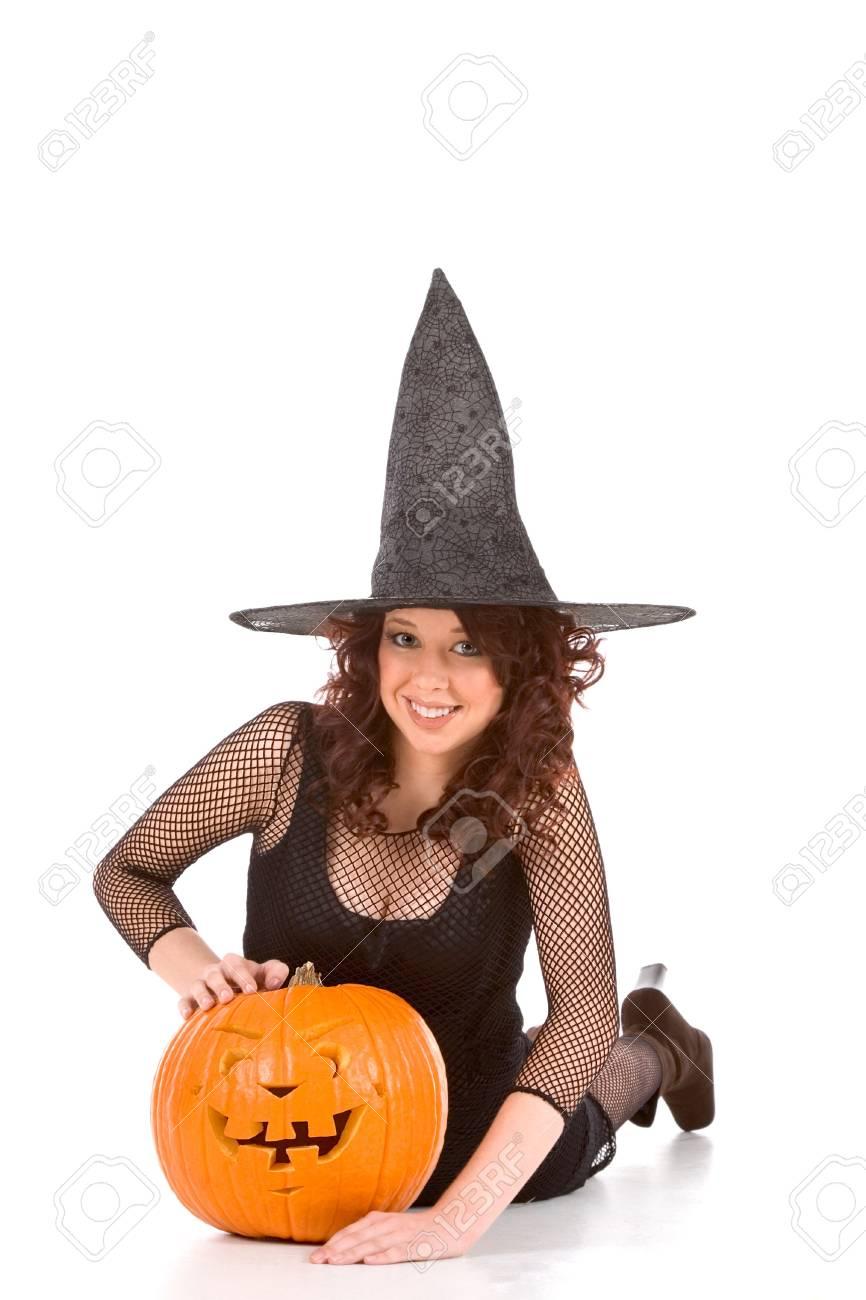 Pompoen En Halloween.Portret Van Latina Tiener Meisje Met Zwarte Hoed En Halloween Fishnet Jurk Met Gesneden Pompoen Jack O Lantern Focus Op Pompoen