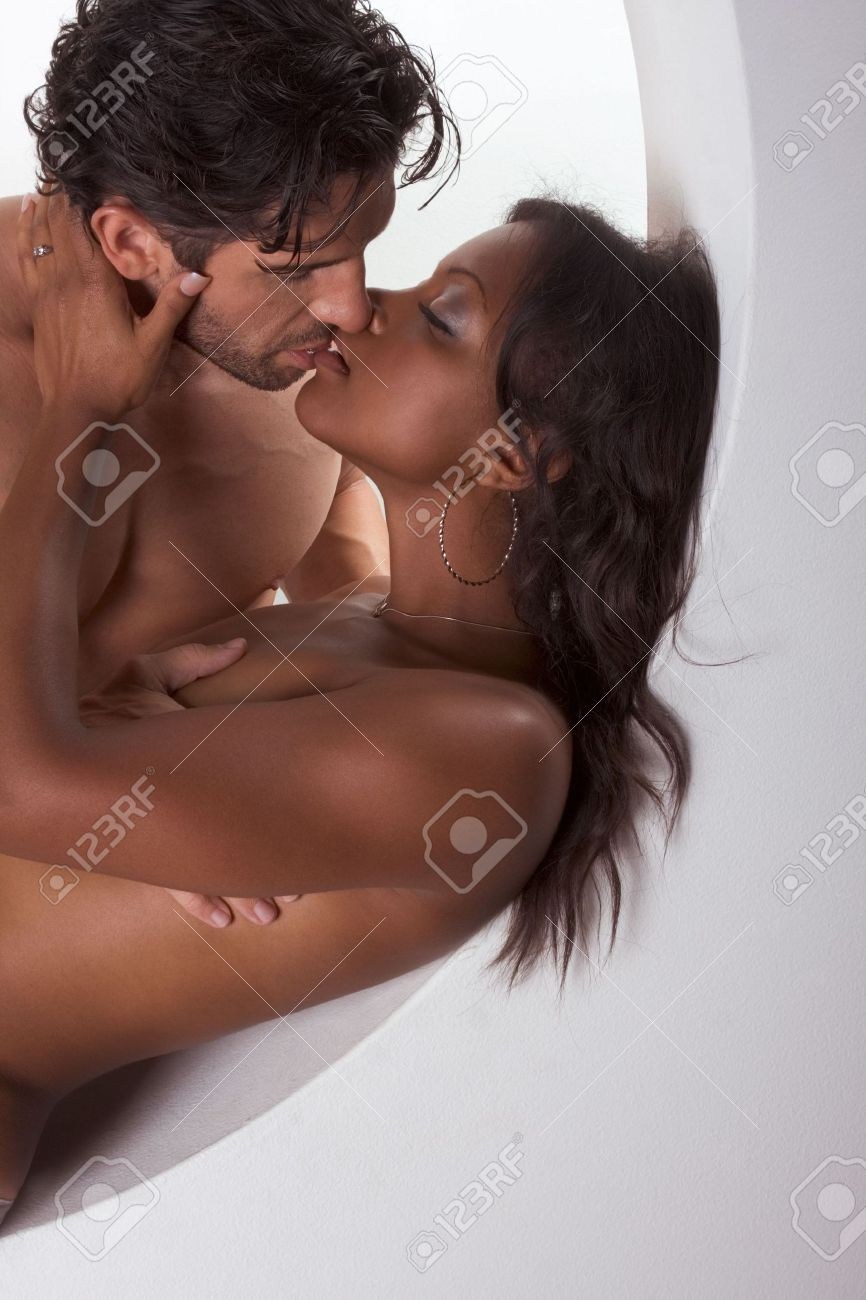 nude-african-kissing-nude-indian-moms-in-nangi