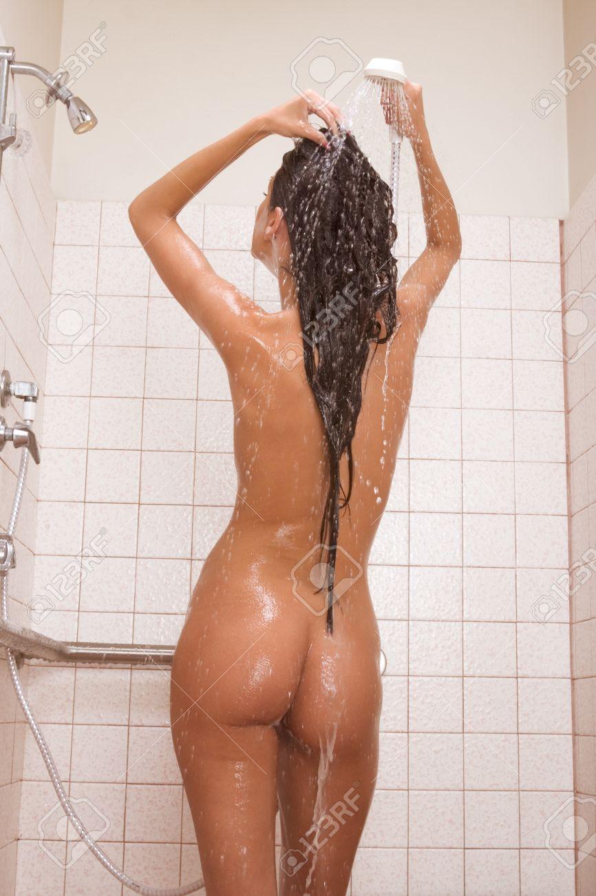 Bellísima Mujer Desnuda En La Ducha