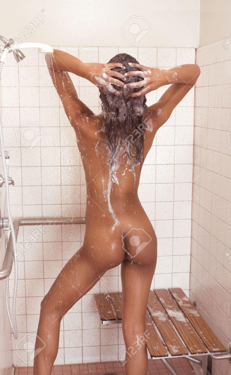 Mezcla asiática con mujeres negras desnudas