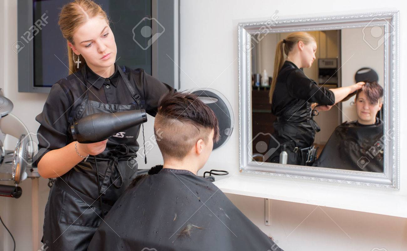 Hairstylist Stock Photo - 23915177