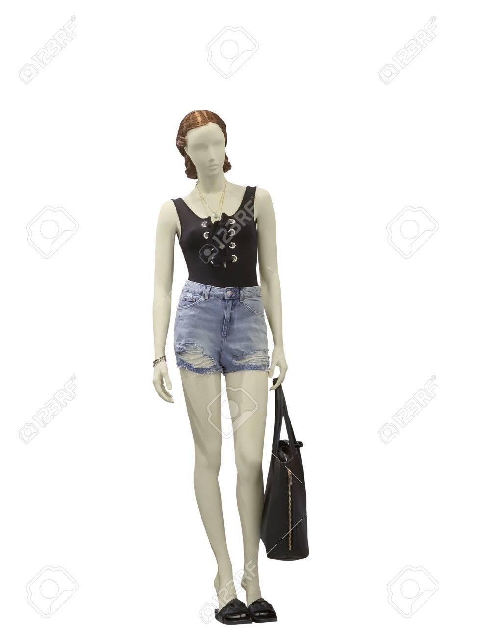 a3b5dd7223afe1 Mannequin femme pleine longueur habillé en short et un short en jean,  isolé. Aucun nom de marque ou objet de copyright.