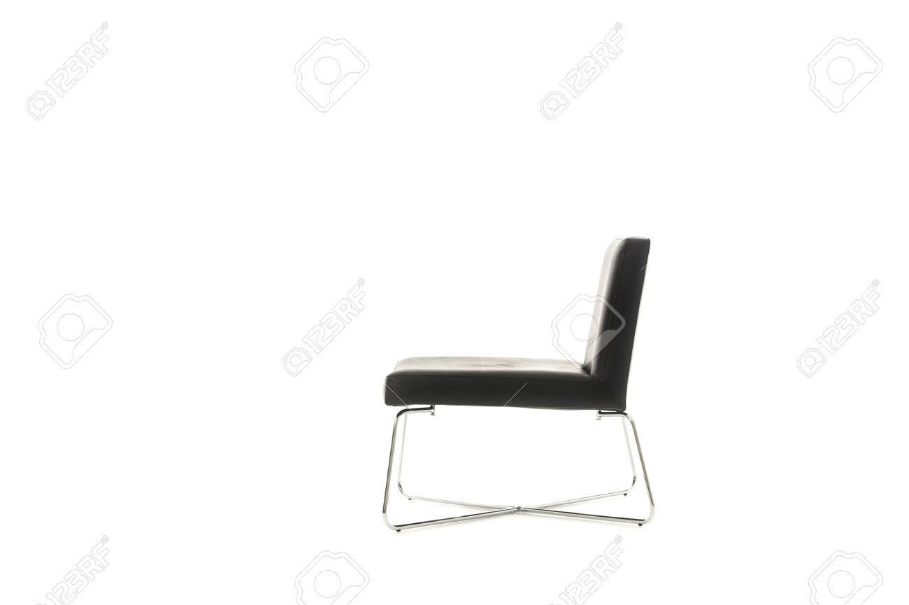 banque dimages profil dune lgante chaise noire moderne dans un design simple et classique avec des jambes mtalliques croises isol sur blanc avec - Chaise Noire Design