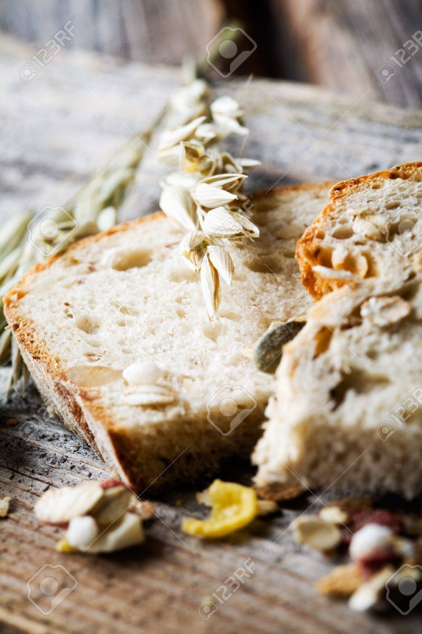 Fresh homemade bread with oat and seeds Stock Photo - 8858540