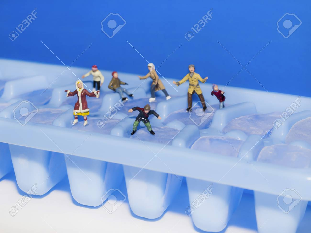 HO scale figures skating on ice cubes