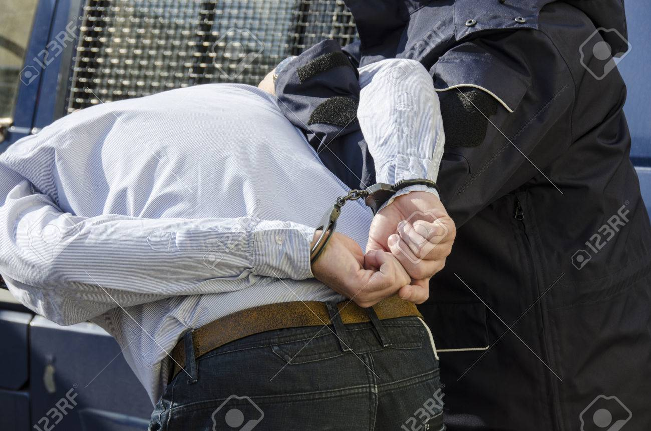 The photo shows the arrest of a man - 27748691