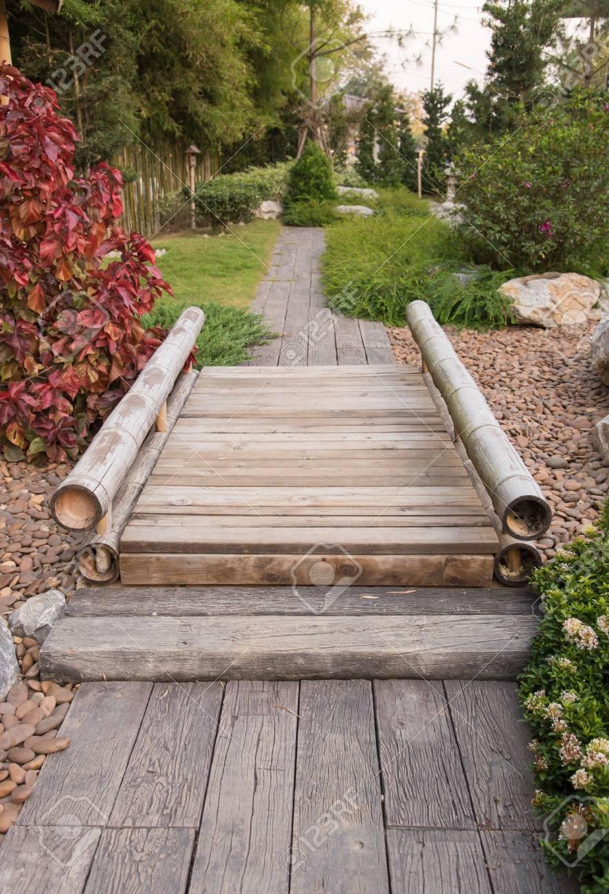 Japanischer Garten Mit Bambus Brucke Lizenzfreie Fotos Bilder Und