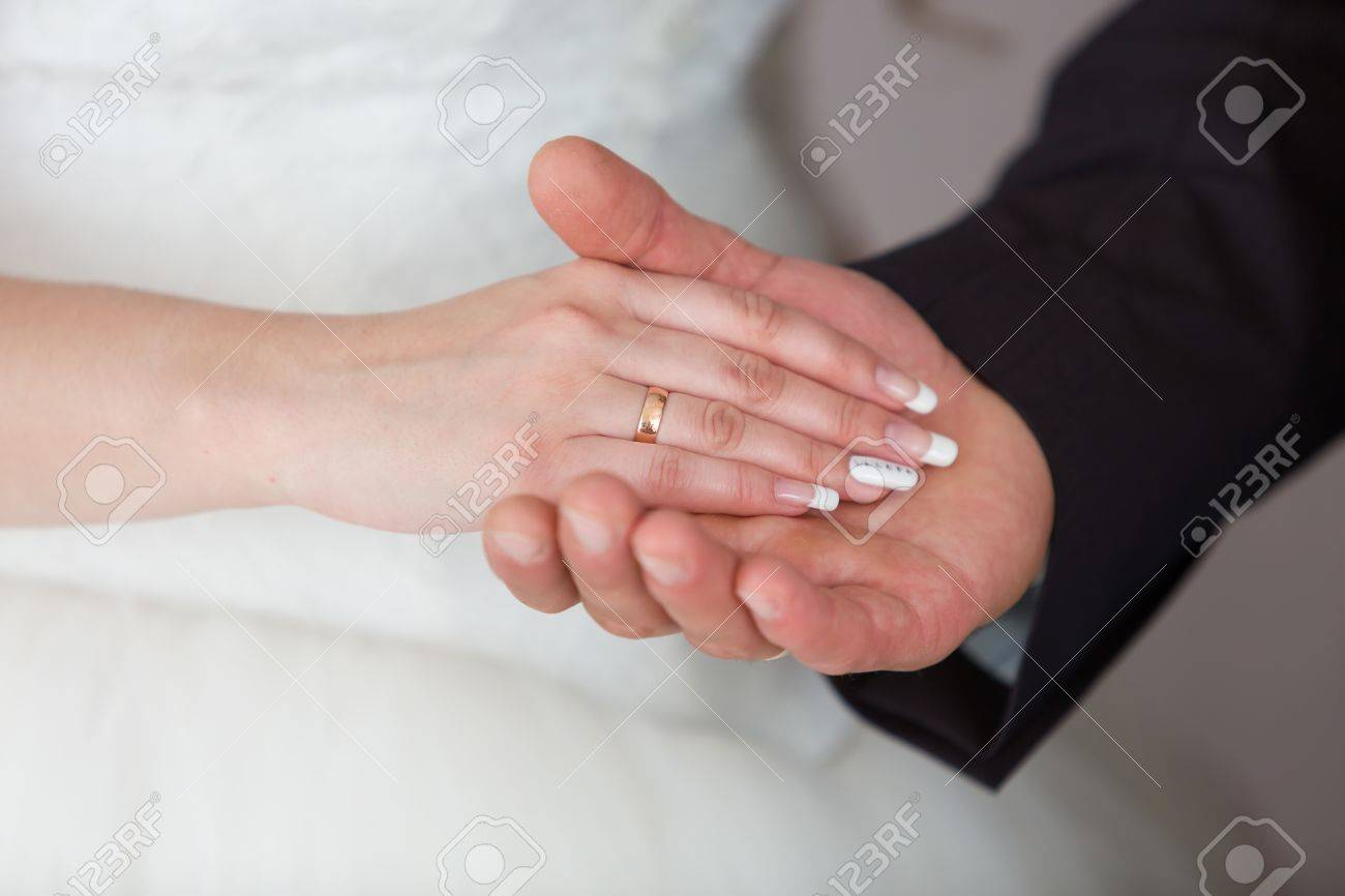 Gold Wedding Rings On The Hands Of The Newlyweds Stock Photo ...