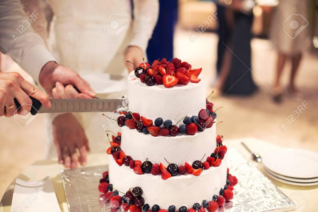 Weding Kuchen Mit Frischen Beeren Beeren Und Kirschen Auf Einem