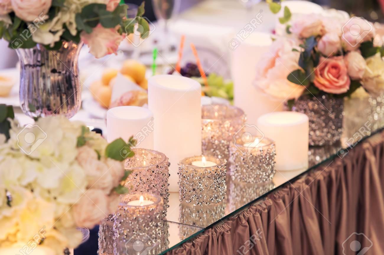 Deco De Table Bougie mode de luxe mariage décoration de mariage, table de mariage, restaurant.  bougies et verres, l'éblouissement