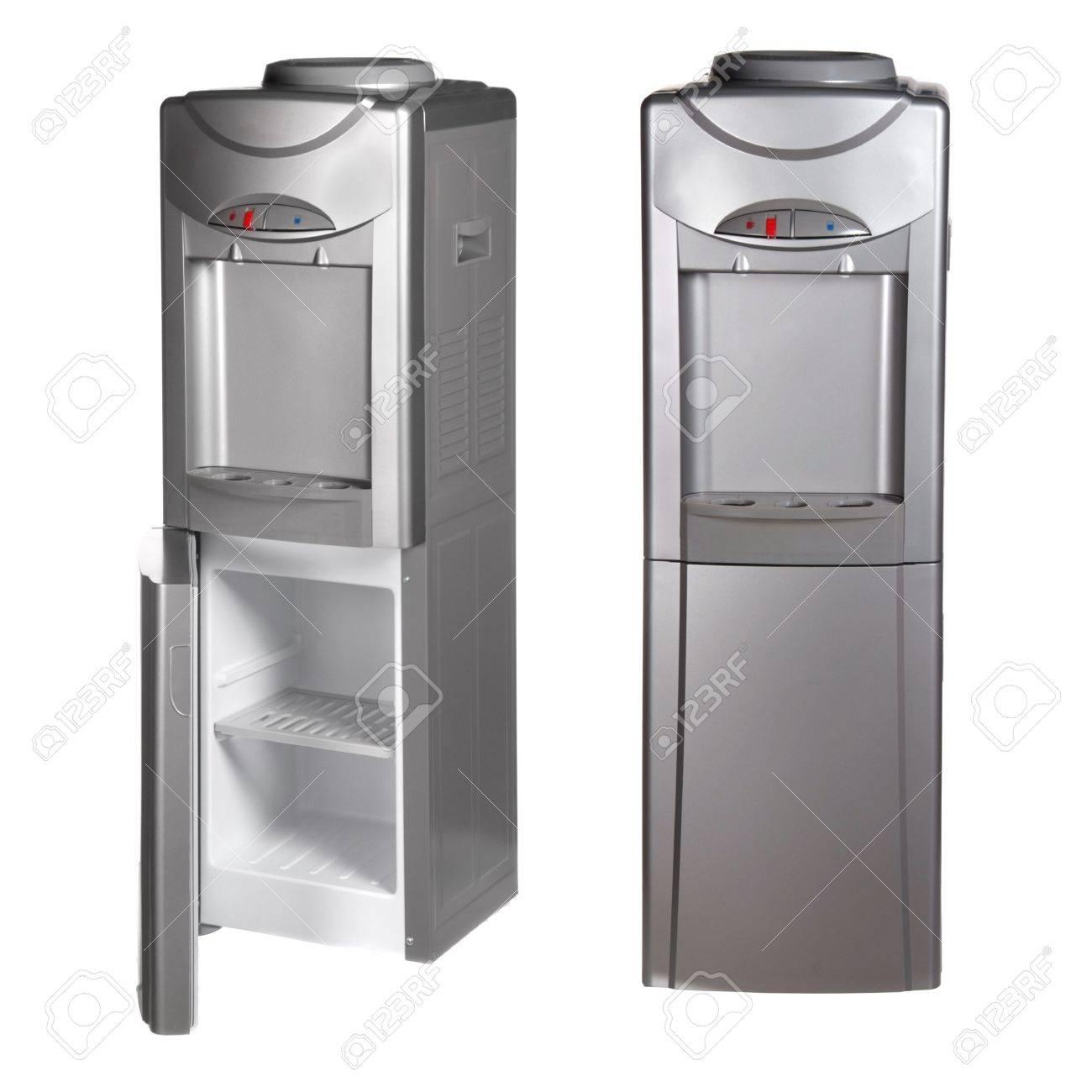 Metallic Kühlschrank Mit Wasserspender Isoliert Auf Weiß Standard Bild    14039835