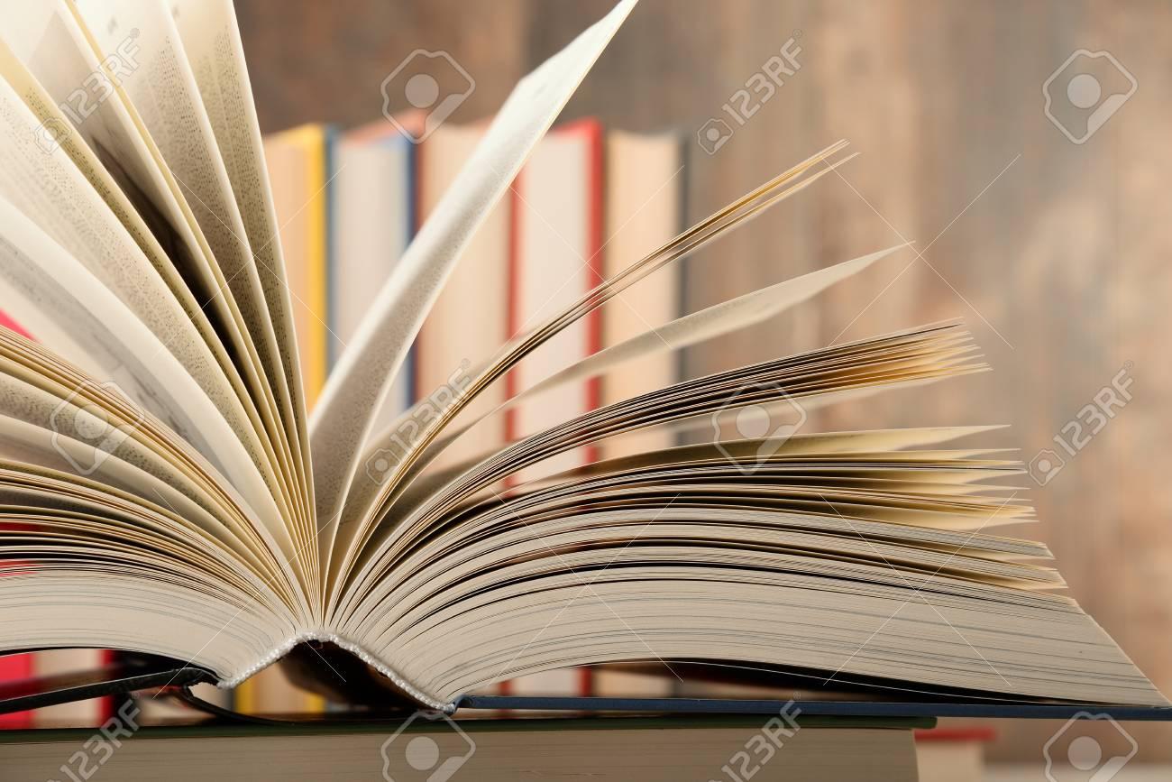 Composition Avec Livre Reli Dans La Biblioth Que Banque D Images  # Bibliotheque Composition
