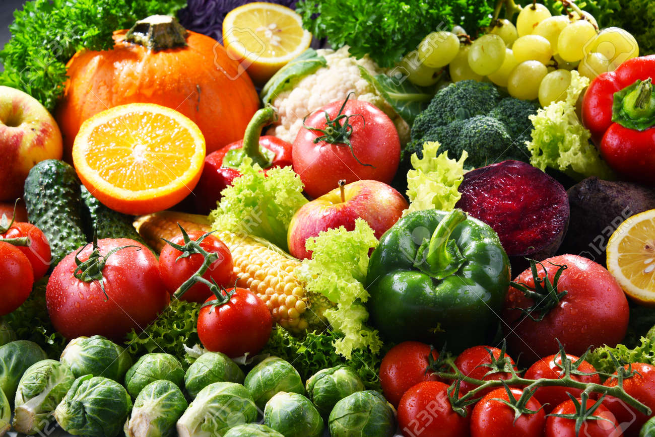 Composition with variety of fresh organic vegetables and fruits - 159141261