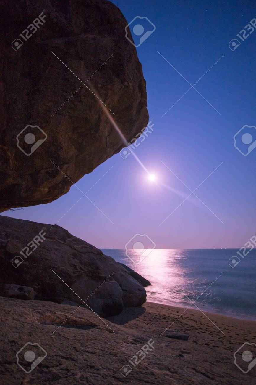 海 月の光