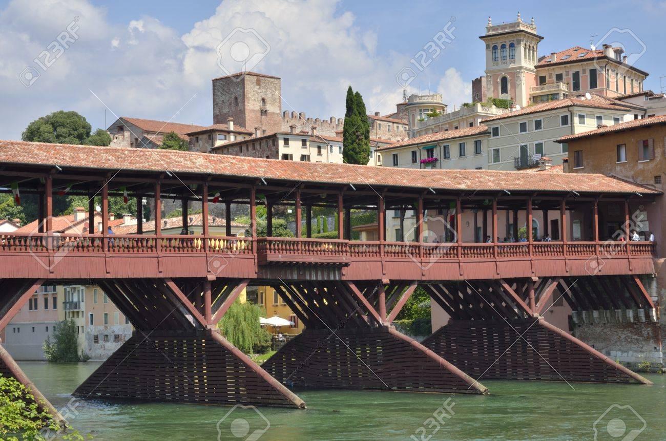 Architetto Bassano Del Grappa ponte alpini è il ponte di barche di legno coperto progettato  dall'architetto andrea palladio nel 1569. il ponte si trova a bassano del  grappa,